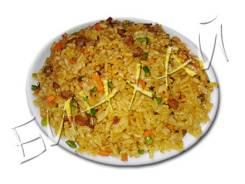 Рис жареный с говядиной и стрелками чеснока