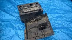 Крышка аккумулятора. Ford Explorer, U152 Двигатели: COLOGNE, V6, OHV, EFI