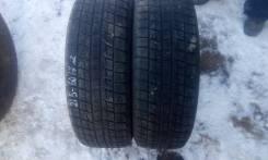 Bridgestone Blizzak Revo1. Зимние, без шипов, 2005 год, износ: 40%, 2 шт