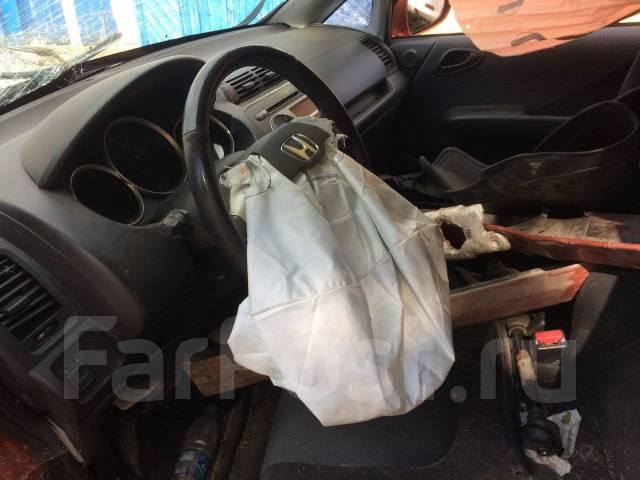 Honda Fit. JHMGD38648S075478