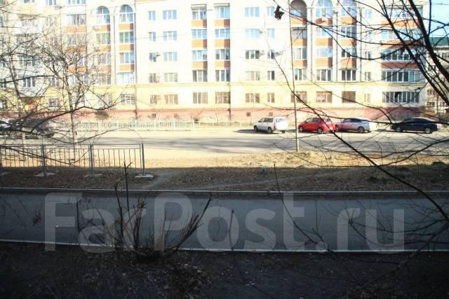 1-комнатная, улица Горького 47. Центр, 39кв.м. Вид из окна днем