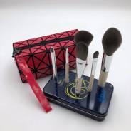 Подарок Водолею Набор кистей для макияжа + косметичка