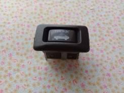 Кнопка открывания багажника. Toyota Windom, VCV10 Toyota Crown, GS120, GS120G, GS121, GS130, GS130G, GS130W, GS131, GS131H, JZS131, JZS133, JZS135, LS...