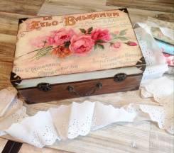 """Чемоданчик """"Винтажные розы""""подарок из дерева."""