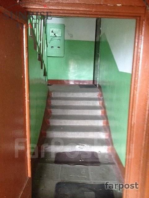 2-комнатная, проспект Острякова 3. Первая речка, 44кв.м. Подъезд внутри