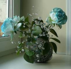 Милый подарок голубые розы с хрустальными веточками ручной работы. Под заказ