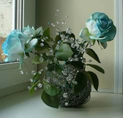 Милый подарок голубые розы с хрустальными веточками ручной работы