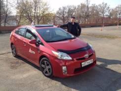 Профессиональный инструктор по вождению Toyota Prius (левый руль)