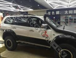 Накладка на дверь. Mitsubishi Pajero Sport, KH0 Двигатели: 4D56, 6B31, 4M41. Под заказ