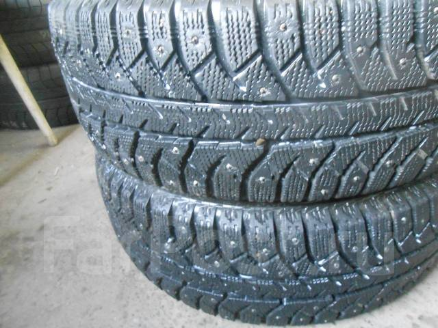 Bridgestone Ice Cruiser 7000. Зимние, шипованные, износ: 20%, 2 шт