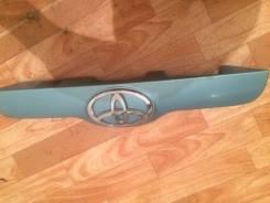 Накладка на дверь багажника. Toyota Sienta