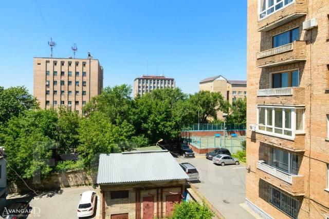 2-комнатная, улица Пологая 53а. Центр, 54кв.м. Вид из окна днем