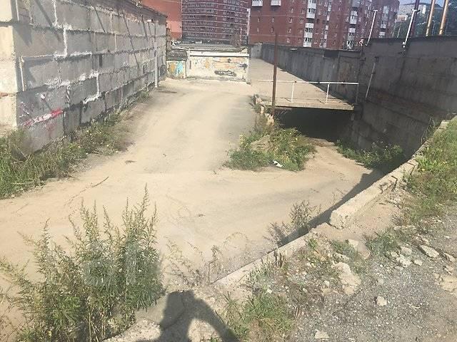 Гаражи капитальные. улица Сахалинская 17, р-н Тихая, 21кв.м., электричество, подвал.