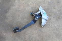 Педаль тормоза. Nissan Laurel, GNC35, GC35, SC35, GCC35, HC35