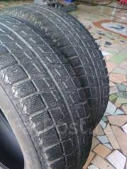 Bridgestone Blizzak Revo2. Зимние, без шипов, 2010 год, износ: 50%, 2 шт