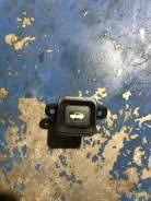 Кнопка открывания багажника. Honda CR-V, RD4, RD5, RD6, RD7