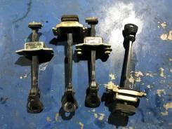 Ограничитель двери. Honda CR-V, RD4, RD5, RD6, RD7 Двигатели: K20A4, K20A5, K24A1