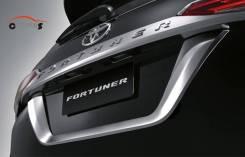Накладка на дверь багажника. Toyota Fortuner, GUN166 Двигатели: 2TRFE, 1GDFTV