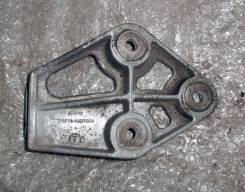 Кронштейн опоры двигателя. Chevrolet Lanos