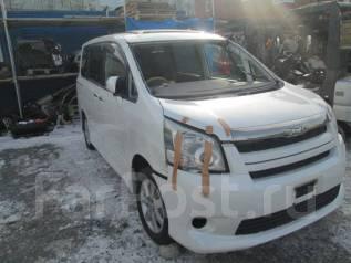 Toyota Noah. ZRR70W, 3ZRFE