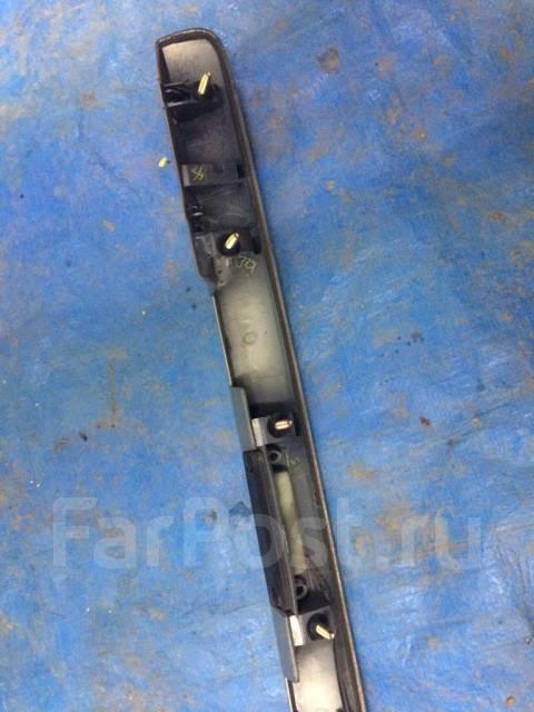 Накладка крышки багажника. Toyota Avensis, ADT251, AZT250, AZT250L, AZT250W, AZT251, AZT251L, AZT251W, AZT255, AZT255W, CDT250, ZZT250, ZZT251, ZZT251...
