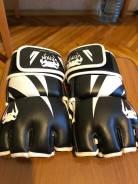 Перчатки ММА.