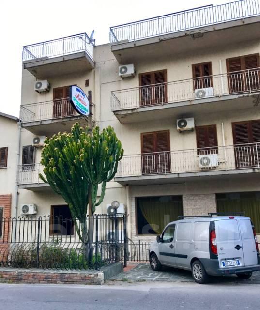Отель около моря на Сицилии