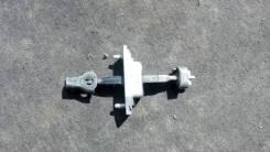 Доводчик двери Toyota Camry, правый передний