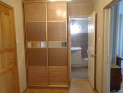 2-комнатная, улица Прапорщика Комарова 48. Центр, частное лицо, 42 кв.м. Прихожая