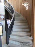 Деревянные лестницы на бетонном основании