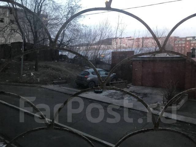 Офис с отдельным входом по ул. Давыдова, д. 7. 30кв.м., улица Давыдова 7, р-н Вторая речка. Вид из окна