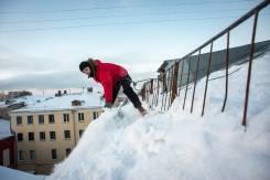 Чистка кровли от снега и сосулек от 30 рублей