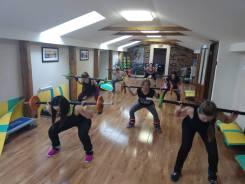 Силовая тренировка, фитнес (в группе мужчины и женщины, салон Гелена)