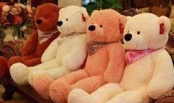 Большой плюшевый медведь. Отличный подарок девушке на праздник!