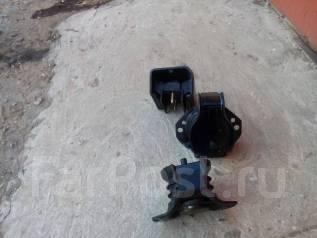 Подушка коробки передач. Nissan Terrano Двигатели: QD32ETI, QD32TI
