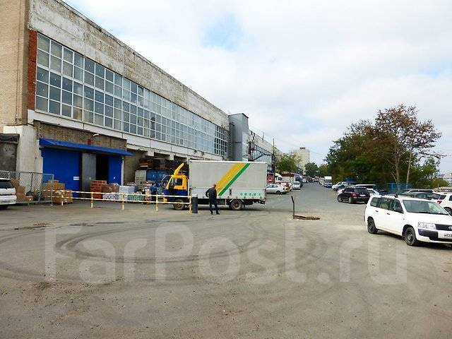 Большой выбор складов на Фадеева рядом с развязкой от 200р. 15 000 кв.м., улица Командорская 11, р-н Тихая. Дом снаружи