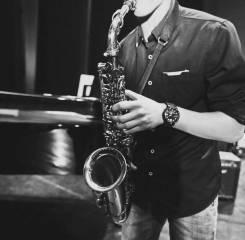 Музыкант, саксофонист