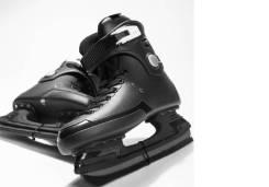 Продам мужские коньки 43р новые. размер: 43, хоккейные коньки