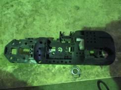 Крепление ручки двери. Renault Megane Renault Scenic Renault Fluence Двигатели: F4R, F9Q, H4J, H5F, K4M, K9K, M4R, M9R, R9M, 5AM, H4M