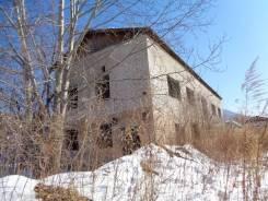 Продается недостроенное кирпичное двухэтажное строение. Под жилье. Советская, р-н пригород, 300кв.м. Дом снаружи