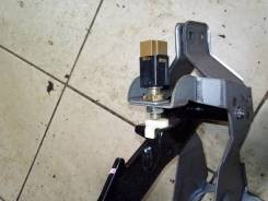 Концевик под педаль тормоза. Subaru Forester, SG5