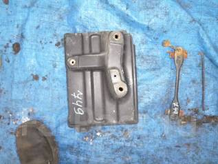 Крепление аккумулятора. Toyota Mark II, JZX110 Двигатель 1JZGTE