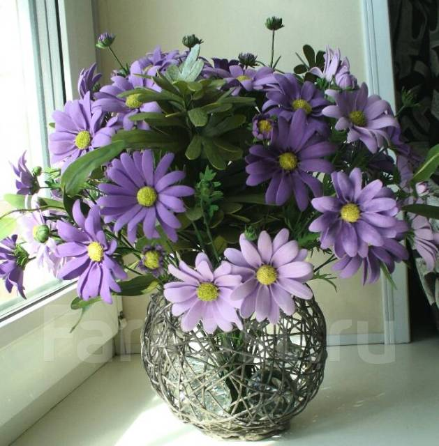 Стильный подарок-интерьерный букет фиолетовых ромашек ручной работы