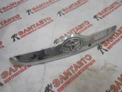 Накладка крышки багажника. Toyota Ractis, NCP100, NCP105