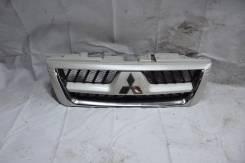 Решетка радиатора. Mitsubishi Pajero, V75W Двигатель 6G74
