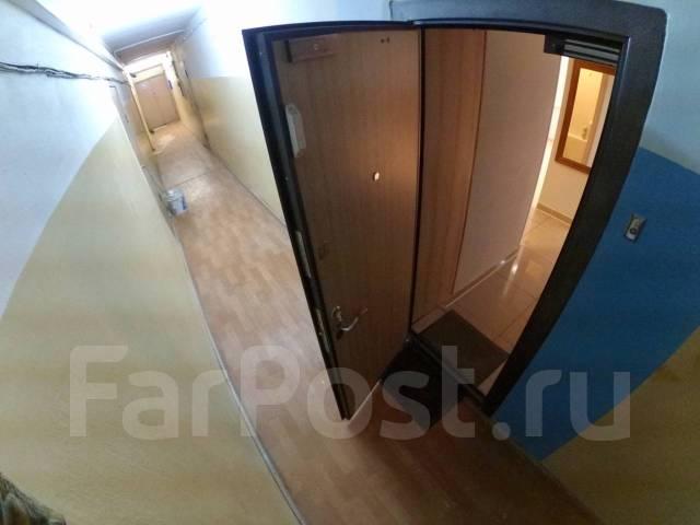 2-комнатная, улица Стрельникова 10. Эгершельд, частное лицо, 37кв.м. Подъезд внутри