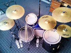 """Уроки игры на ударных в студии """"DrumBox""""."""
