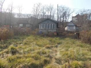 Продаётся земельный участок во Владивостоке. 516 кв.м., собственность, электричество, вода, от агентства недвижимости (посредник). Фото участка