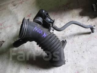 Патрубок воздухозаборника. Toyota Voxy, AZR60, AZR60G, AZR65, AZR65G Toyota Noah, AZR60, AZR60G, AZR65, AZR65G Двигатель 1AZFSE