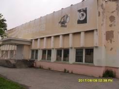 Собственник сдает в аренду здание в центре г. Фокино. 1 683 кв.м., улица Марии Цукановой 16а, р-н Фокино. Дом снаружи